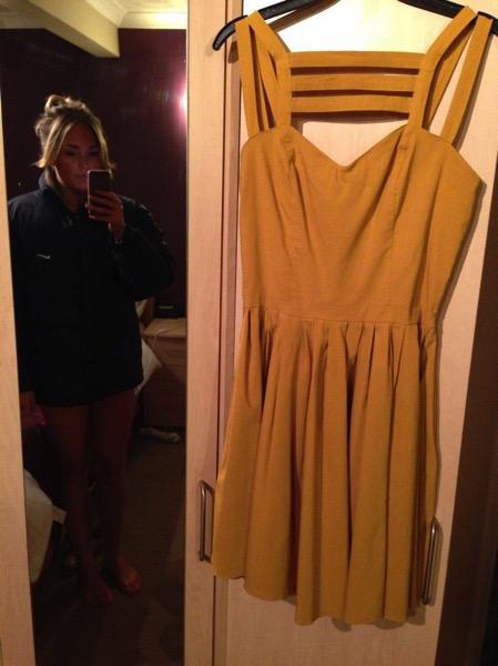 Aimi Hodges vestido amarillo ebay 2